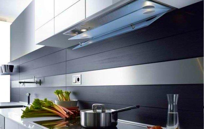 Современная модель встраиваемой кухонной вытяжки