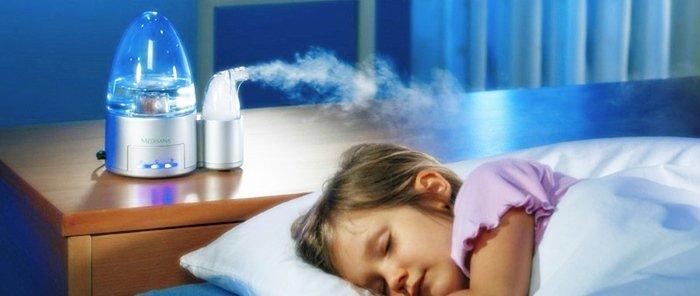 Увлажнитель с ионизатором насыщает воздух позитивно и отрицательно заряженными ионами