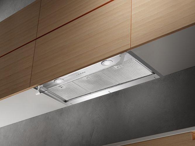 Кухонная вытяжка встроена в шкаф