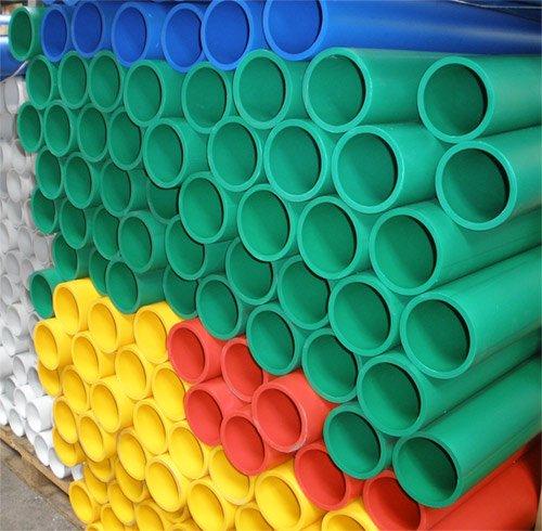 Разноцветные пластиковые трубы